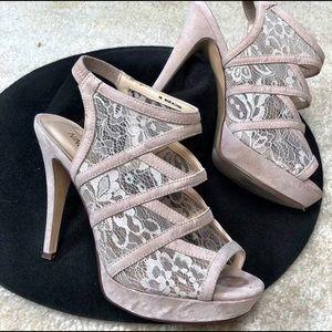 Stunning high heels Beige in color.
